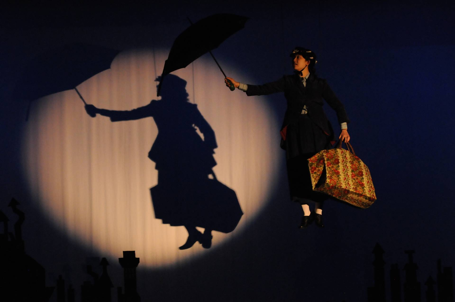 Mary-Poppins-Flying