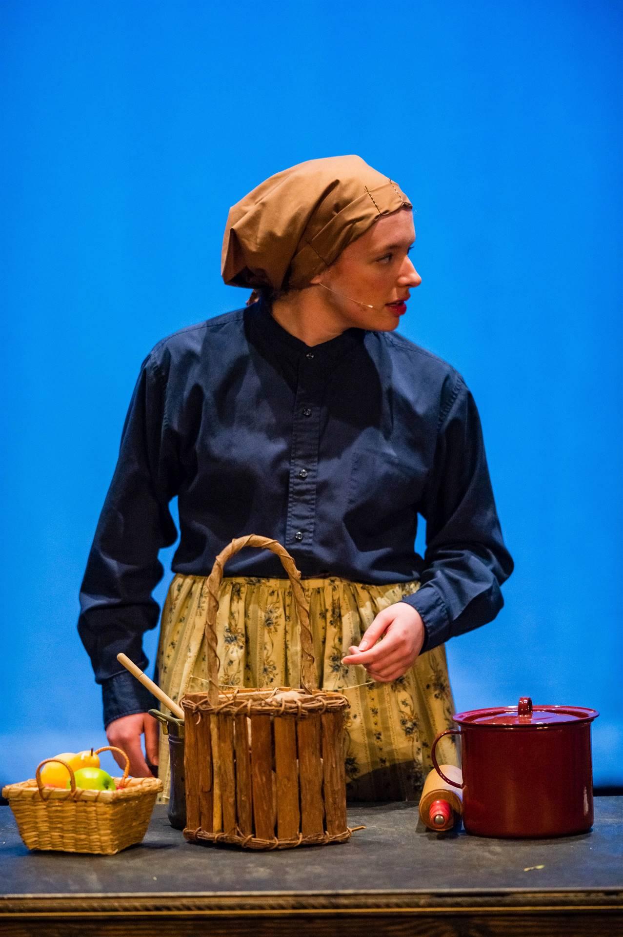 Fiddler-Actress