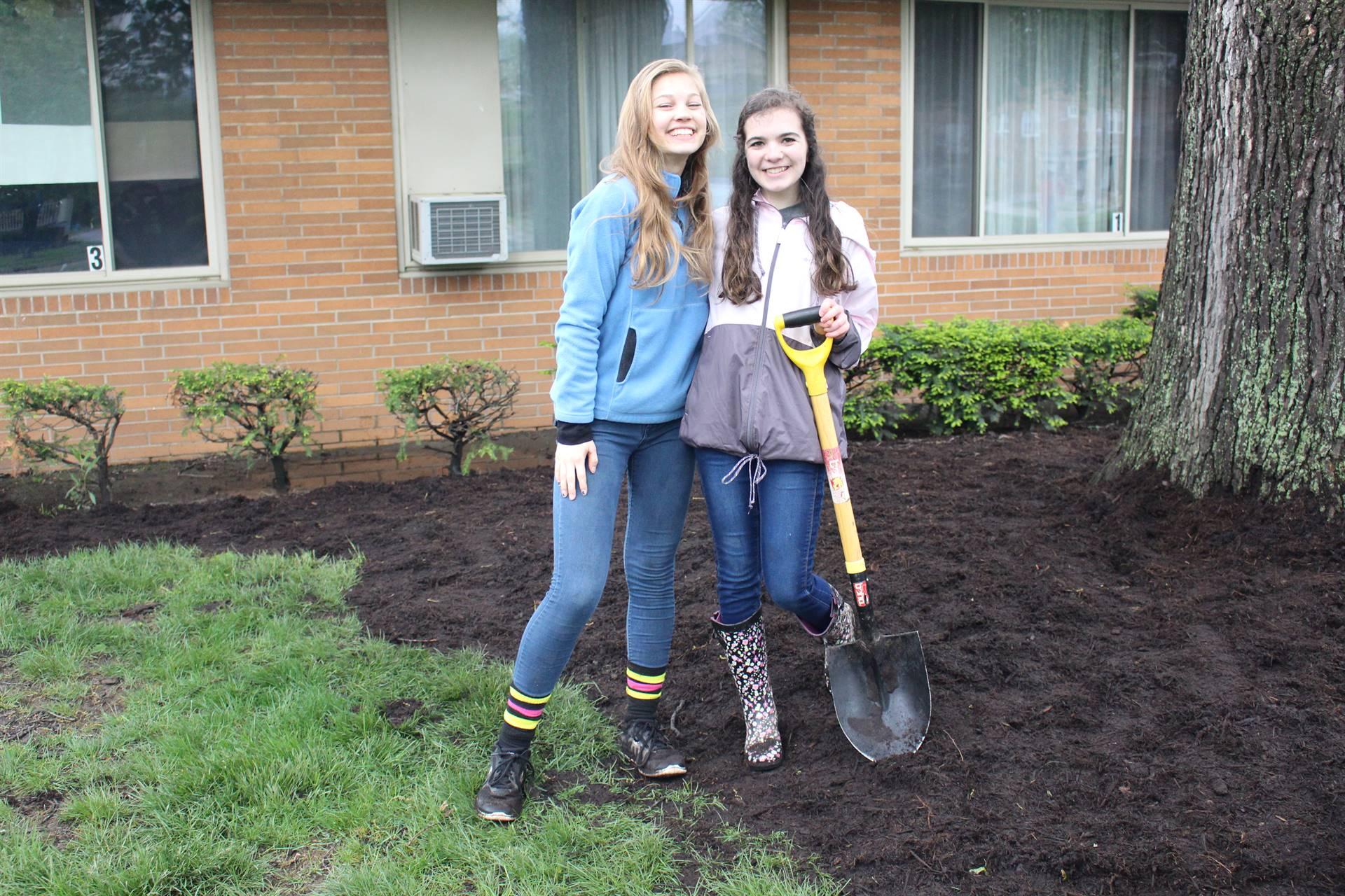 Girls-Landscaping